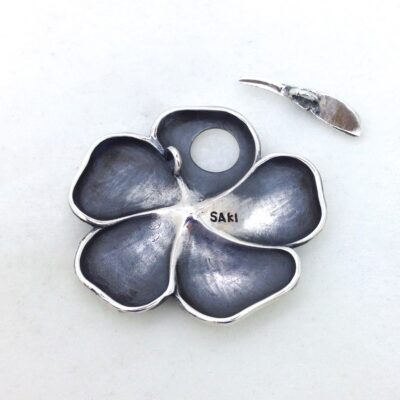 ST134 silver flower toggle